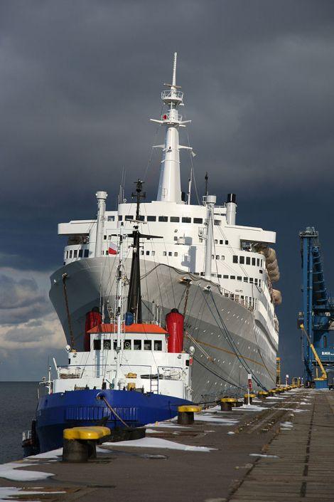 SS Rotterdam w porcie Gdańskim (fot. Jakub Bogucki, Wikipedia Commons)